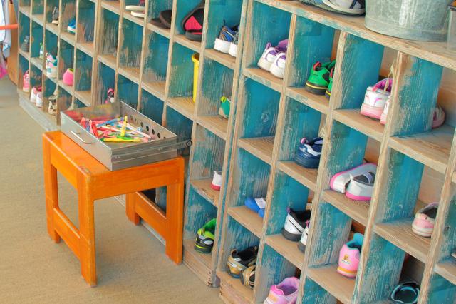 幼稚園の靴箱 靴の名前入れはどうする?