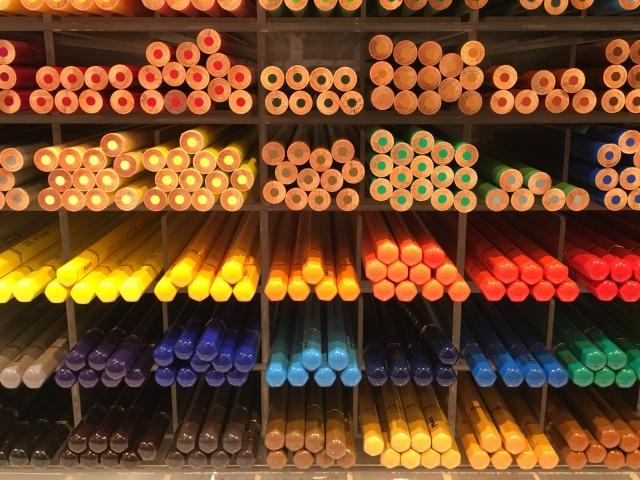 たくさんの色鉛筆