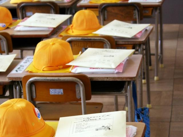 小学校の入学式の日の教室
