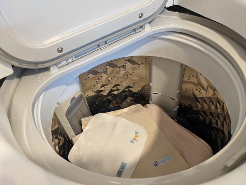 洗濯槽の中の洗濯もの